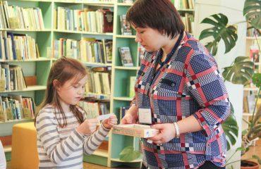 С чего начинается чтение? Конечно же, с первой самостоятельно прочитанной книги – «Азбуки». 11