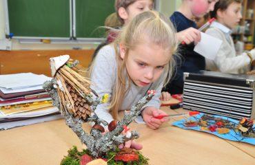 Уже в 15-раз в начальной школе прошёл конкурс композиций из природного материала