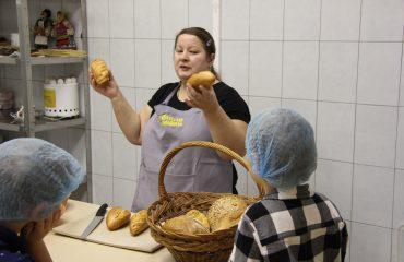 6 декабря обучающиеся 1-4 классов школы «Премьер» побывали  на интересной экскурсии в хлебопекарне «Хлебные традиции» 1