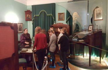 8 декабря обучающиеся 10-11-х классов посетили театрализованную экскурсию в доме - музее Н.В. Гоголя. 1