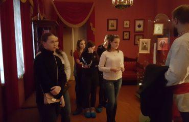 8 декабря обучающиеся 10-11-х классов посетили театрализованную экскурсию в доме - музее Н.В. Гоголя. 6