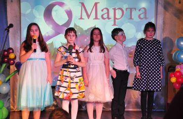 6 марта в школе «Премьер» прошёл праздник  под названием «Мамины мечты», посвящённый 8 Марта 16
