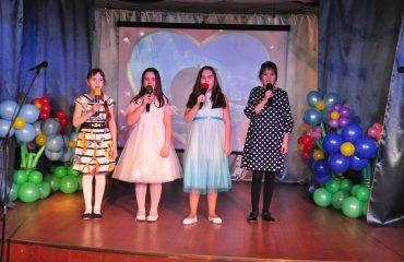 6 марта в школе «Премьер» прошёл праздник  под названием «Мамины мечты», посвящённый 8 Марта