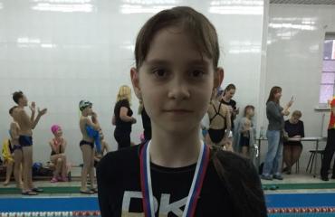 На городских соревнованиях по плаванию среди частных школ спортсмены «Премьера» завоевали 3 награды 1