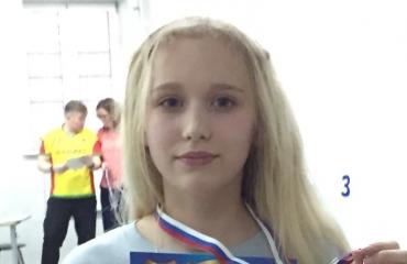 На городских соревнованиях по плаванию среди частных школ спортсмены «Премьера» завоевали 3 награды 2