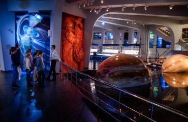 В преддверии  Дня  Космонавтики обучающиеся всех классов школы «Премьер» побывали на интересной и познавательной экскурсии в московском Планетарии 9