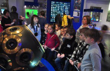 В преддверии  Дня  Космонавтики обучающиеся всех классов школы «Премьер» побывали на интересной и познавательной экскурсии в московском Планетарии 10