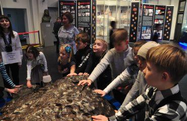 В преддверии  Дня  Космонавтики обучающиеся всех классов школы «Премьер» побывали на интересной и познавательной экскурсии в московском Планетарии 1