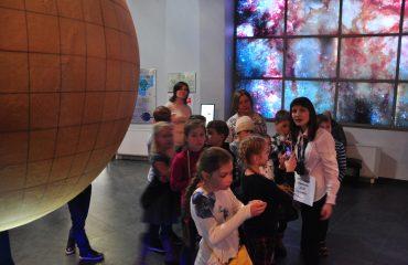 В преддверии  Дня  Космонавтики обучающиеся всех классов школы «Премьер» побывали на интересной и познавательной экскурсии в московском Планетарии 2