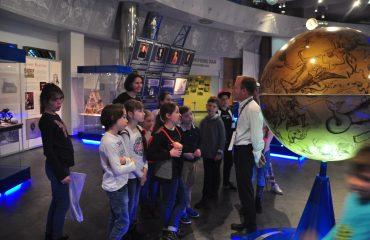 В преддверии  Дня  Космонавтики обучающиеся всех классов школы «Премьер» побывали на интересной и познавательной экскурсии в московском Планетарии 3