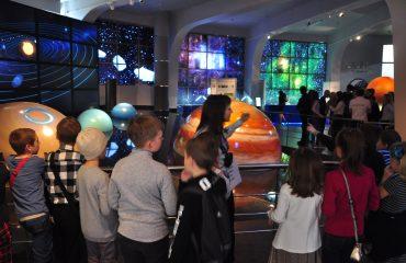 В преддверии  Дня  Космонавтики обучающиеся всех классов школы «Премьер» побывали на интересной и познавательной экскурсии в московском Планетарии 4