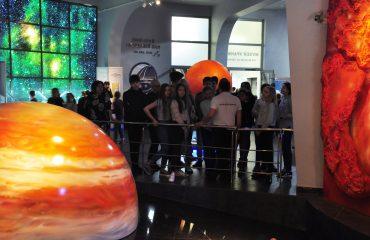 В преддверии  Дня  Космонавтики обучающиеся всех классов школы «Премьер» побывали на интересной и познавательной экскурсии в московском Планетарии 5