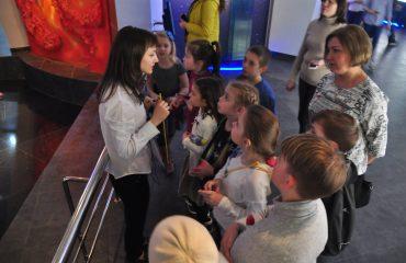 В преддверии  Дня  Космонавтики обучающиеся всех классов школы «Премьер» побывали на интересной и познавательной экскурсии в московском Планетарии 6