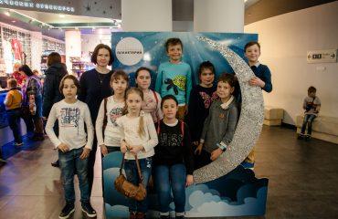 В преддверии  Дня  Космонавтики обучающиеся всех классов школы «Премьер» побывали на интересной и познавательной экскурсии в московском Планетарии 8