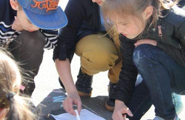Традиционный   конкурс  рисунков на асфальте прошёл в школе «Премьер» 11 мая 9