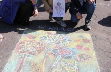 Традиционный   конкурс  рисунков на асфальте прошёл в школе «Премьер» 11 мая 11