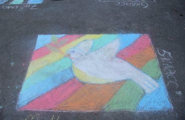 Традиционный   конкурс  рисунков на асфальте прошёл в школе «Премьер» 11 мая 23