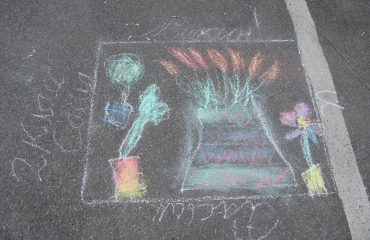 Традиционный   конкурс  рисунков на асфальте прошёл в школе «Премьер» 11 мая 26