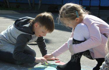 Традиционный   конкурс  рисунков на асфальте прошёл в школе «Премьер» 11 мая 2
