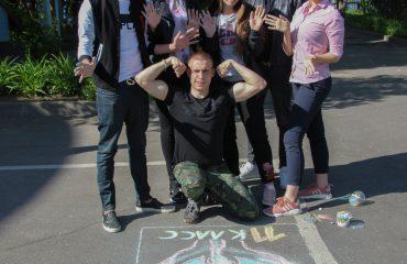 Традиционный   конкурс  рисунков на асфальте прошёл в школе «Премьер» 11 мая 30