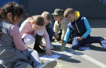 Традиционный   конкурс  рисунков на асфальте прошёл в школе «Премьер» 11 мая 3