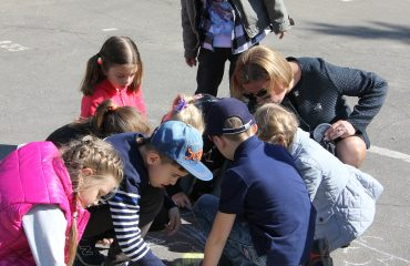 Традиционный   конкурс  рисунков на асфальте прошёл в школе «Премьер» 11 мая 6