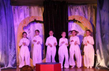 В конце апреля театр-студия «Поколение» представила для обучающихся начальной школы  «Премьер» спектакль «Все мыши любят сыр»