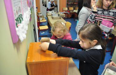 13 декабря в школе «Премьер» состоялась Рождественская благотворительная ярмарка 11