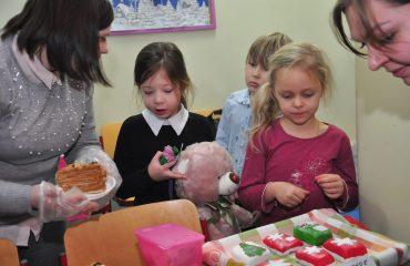 13 декабря в школе «Премьер» состоялась Рождественская благотворительная ярмарка 15
