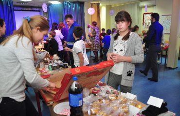 13 декабря в школе «Премьер» состоялась Рождественская благотворительная ярмарка 16