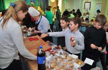 13 декабря в школе «Премьер» состоялась Рождественская благотворительная ярмарка 17