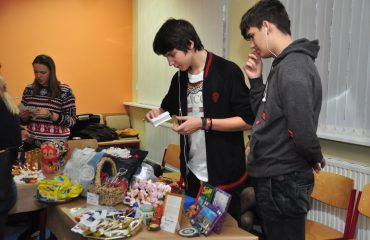 13 декабря в школе «Премьер» состоялась Рождественская благотворительная ярмарка 18