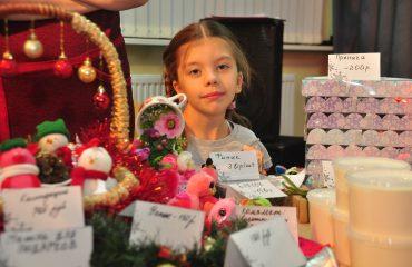 13 декабря в школе «Премьер» состоялась Рождественская благотворительная ярмарка 19