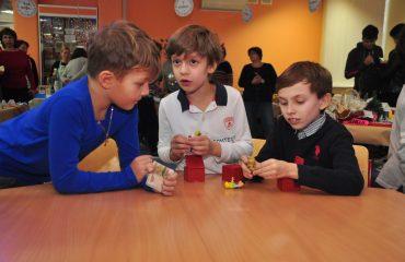 13 декабря в школе «Премьер» состоялась Рождественская благотворительная ярмарка 21