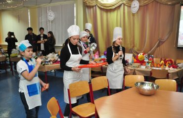 13 декабря в школе «Премьер» состоялась Рождественская благотворительная ярмарка 23