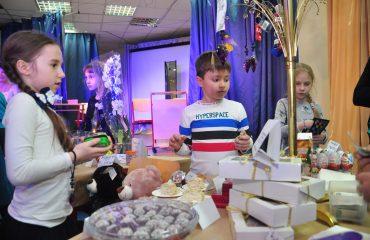 13 декабря в школе «Премьер» состоялась Рождественская благотворительная ярмарка 27