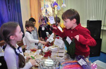 13 декабря в школе «Премьер» состоялась Рождественская благотворительная ярмарка 29