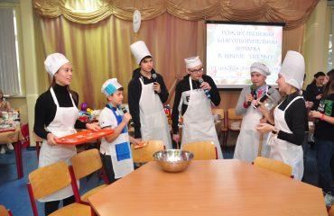 13 декабря в школе «Премьер» состоялась Рождественская благотворительная ярмарка 30
