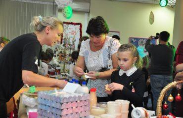 13 декабря в школе «Премьер» состоялась Рождественская благотворительная ярмарка 32