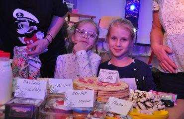 13 декабря в школе «Премьер» состоялась Рождественская благотворительная ярмарка 33