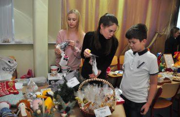 13 декабря в школе «Премьер» состоялась Рождественская благотворительная ярмарка 3