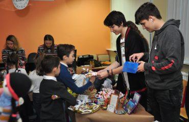 13 декабря в школе «Премьер» состоялась Рождественская благотворительная ярмарка 4