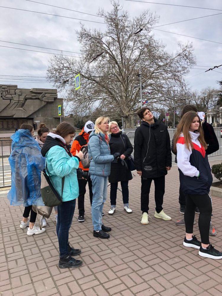 Группа обучающихся 9-10 классов Школы «Премьер» посетила с образовательной поездкой Крым 1