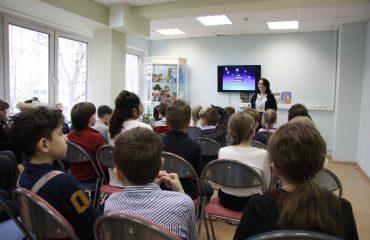 12 апреля обучающиеся 1 – 4 классов школы «Премьер» посетили тематическое занятие «Космические дали» в библиотеке № 153 5