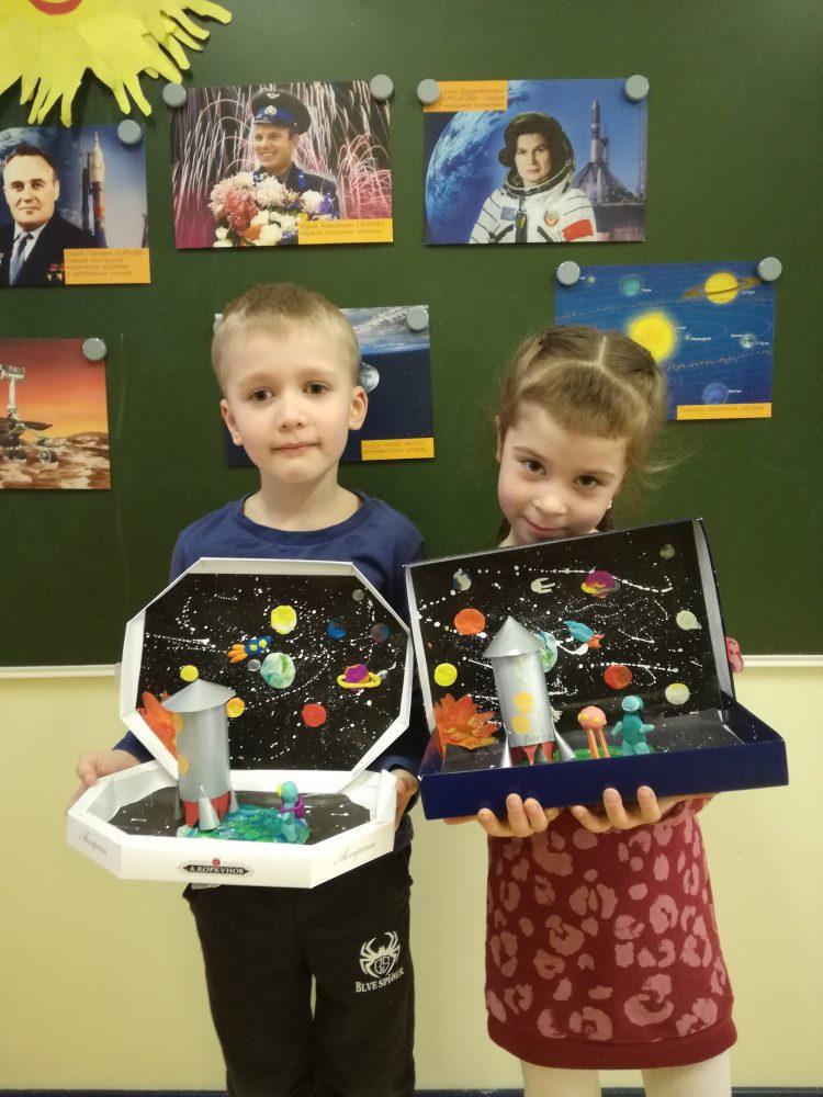 """Воспитании детского сада """"Премьер"""" сделали поделки """"Мой космос"""" 7"""