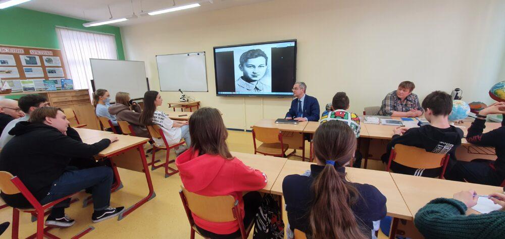 18 февраля в рамках «Недели науки» в школе Премьер прошла встреча с Юрием Александровичем Никифоровым 1
