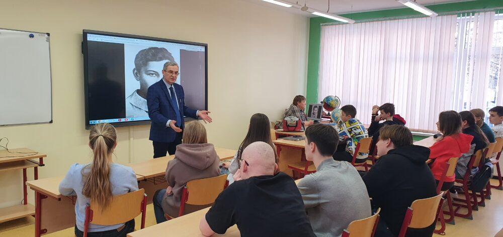 18 февраля в рамках «Недели науки» в школе Премьер прошла встреча с Юрием Александровичем Никифоровым 3